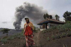 Mount Bromo Increase Alert Status (Bromo Eruption)